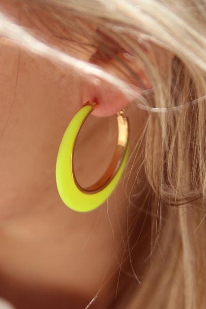 Neon gele oorringen