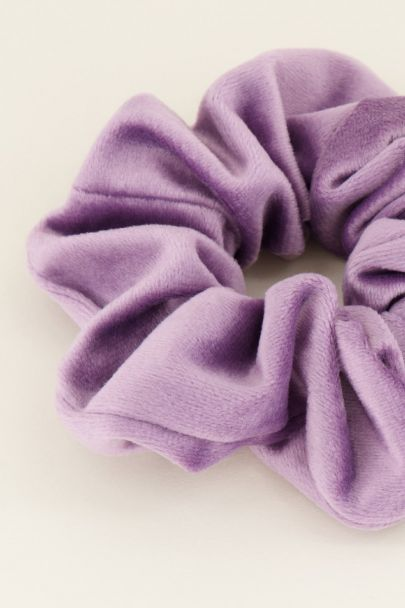 Paarse scrunchie velvet