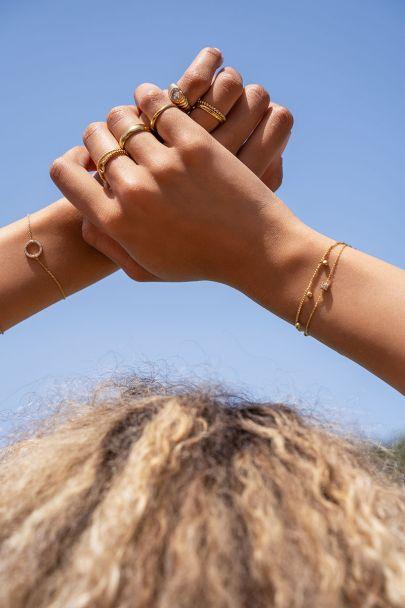 Armbandje vijf strass steentjes
