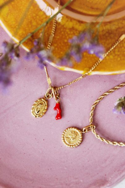 Moments bedel red coral