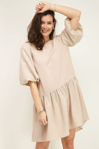 Beige dress with puff sleeves and structure