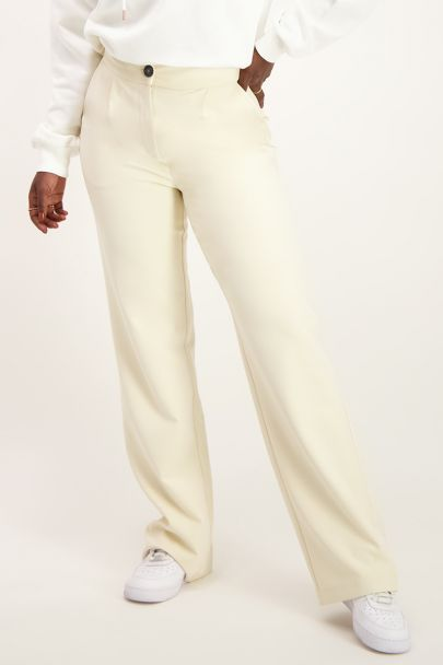 Beige trousers with pockets
