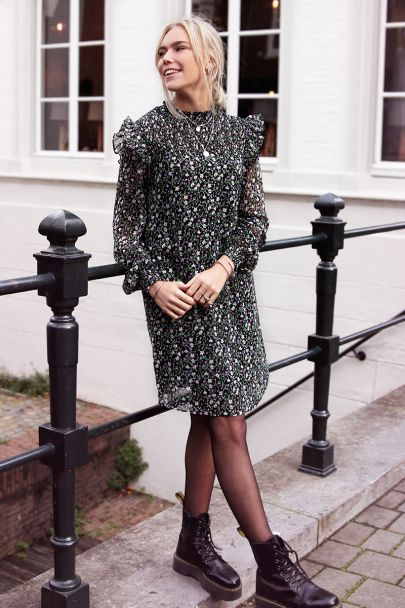 Wide-fitting dress with floral print