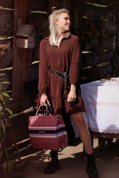 Wide-fitting brown dress