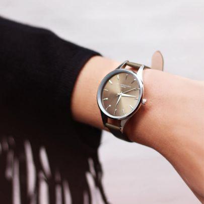 Donkergroen klassiek horloge
