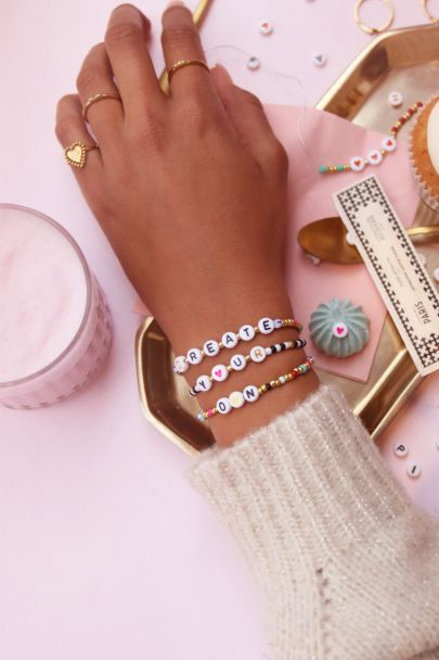 DIY kralen & letter armbandjes