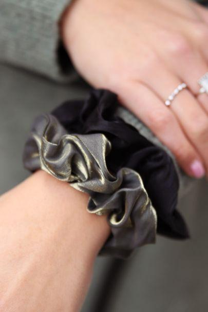 Donkere scrunchie set metallic