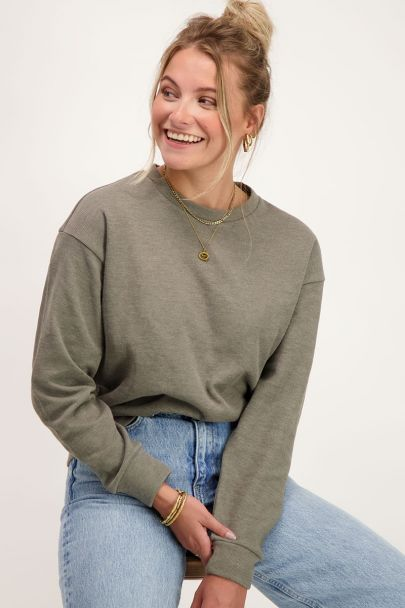 Donkergroene sweater ribstructuur