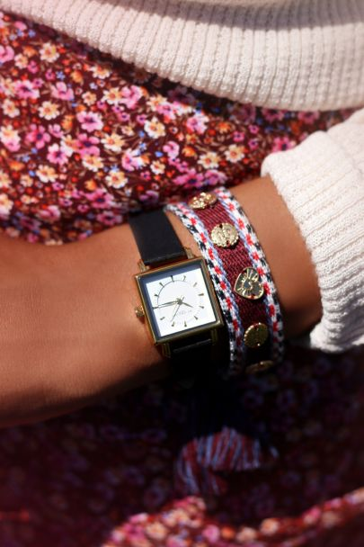 Donkerrode bohemian armband met bedeltjes