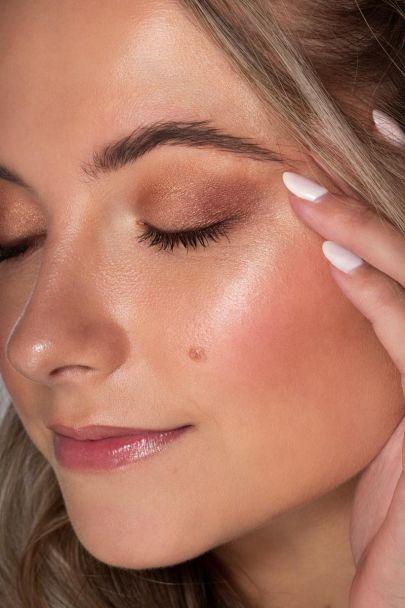 Essential eyeshadow & brow palette