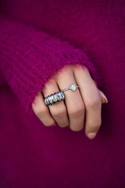 Gedraaide ring met steentje