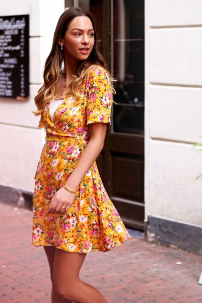 Gele overslag jurk bloemen