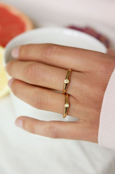 Goudkleurige initial ring