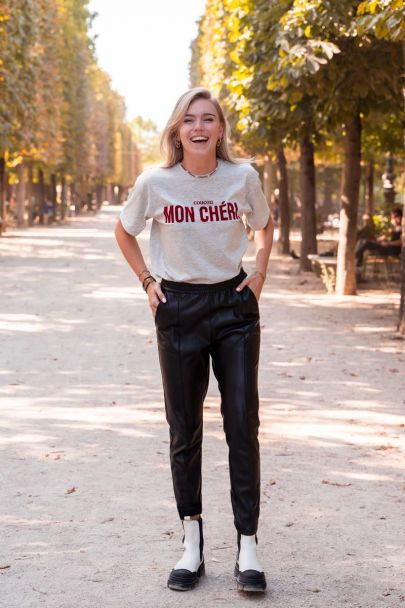Grey T-shirt with red mon chéri text