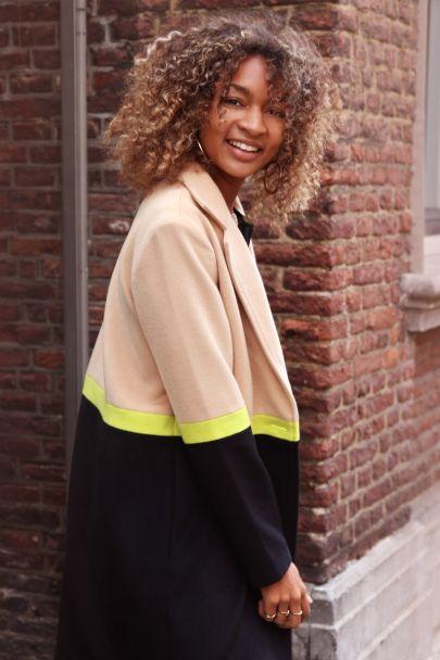 Lange jas met neon streep