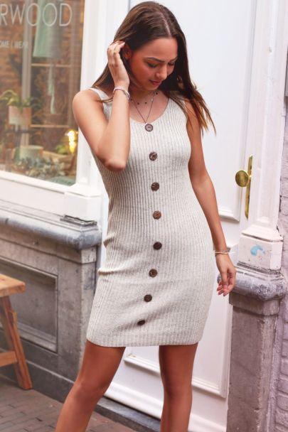 Beige gebreide jurk met knopen