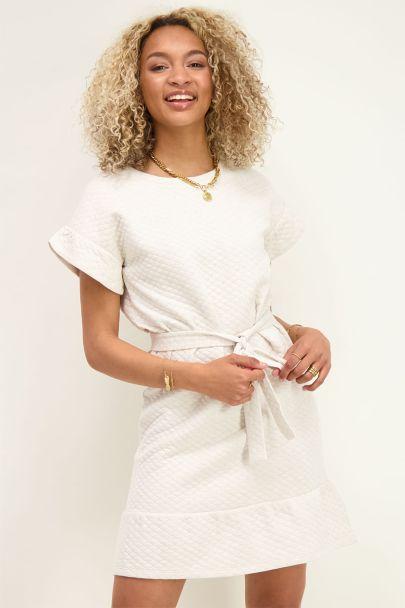Beigefarbenes Kleid mit Lurex und Rüschen