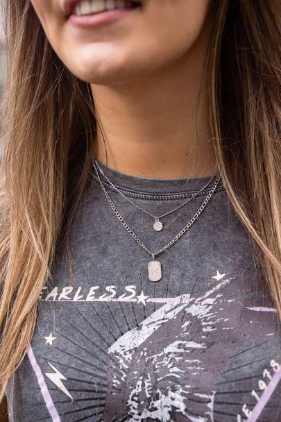 Halskette mit kleiner Münze