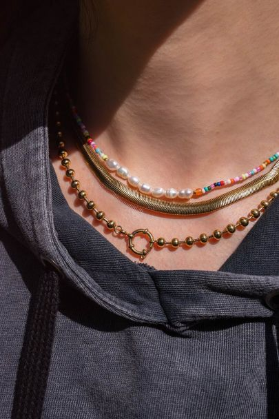 Beaded necklace with round closure
