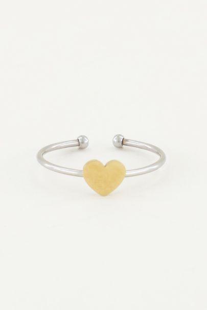 Ring met goudkleurig hartje