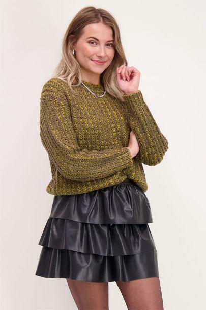 Grüner Pullover mit Streifen