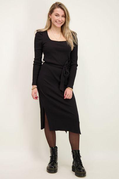 Zwarte jurk met vierkante halslijn