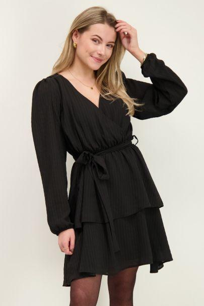 Zwarte jurk met laagjes en strik