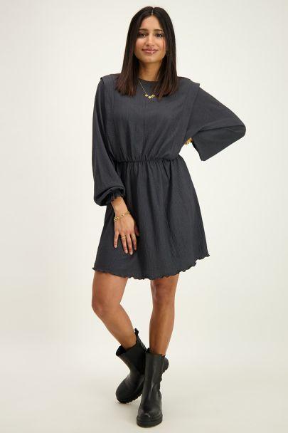 Grijze jurk met schouderstukken
