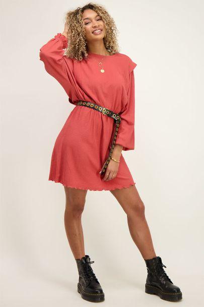 Rode jurk met schouderstukken