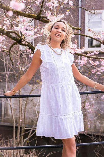 Witte wijdvallende jurk met volant