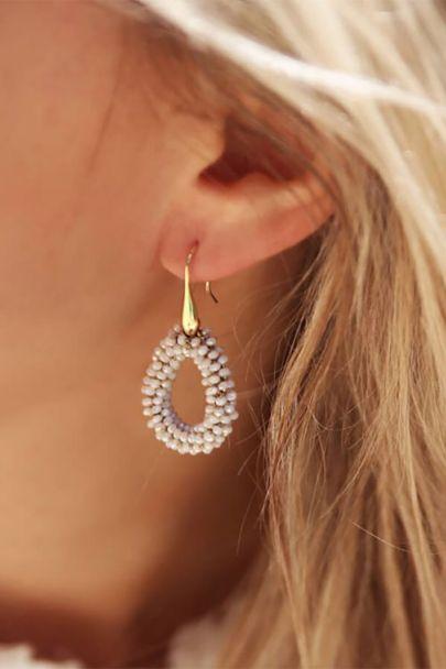 Lichtroze oorhangers klein kristal