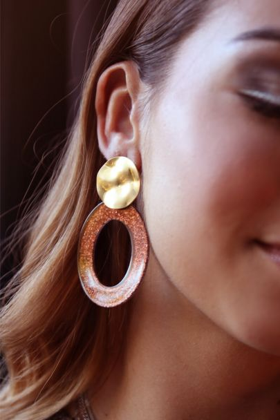 Oranje oorhangers ovaal met glitters