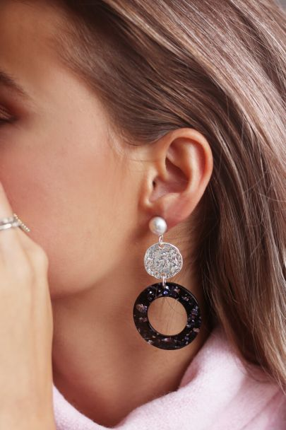 Round drop earrings with blue glitter