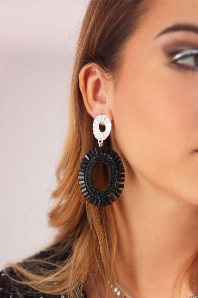 Ovale oorhangers zwarte kralen
