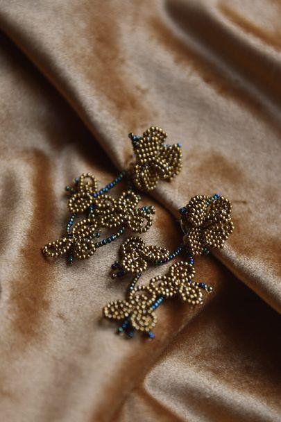Oorbellen met kralen en bloem