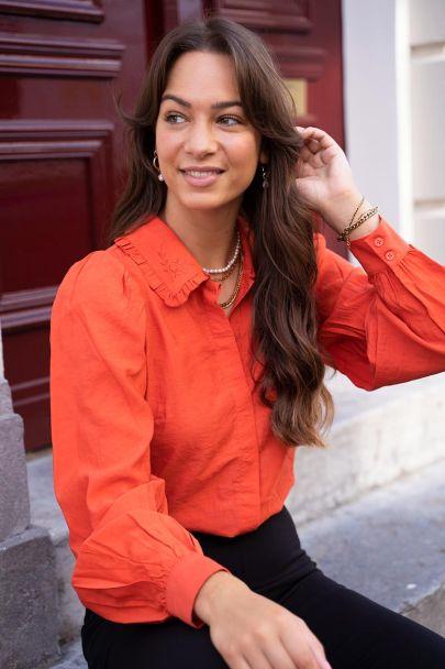 Oranje blouse met ruffle kraagje