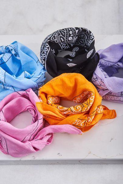 Oranje sjaaltje bandana print