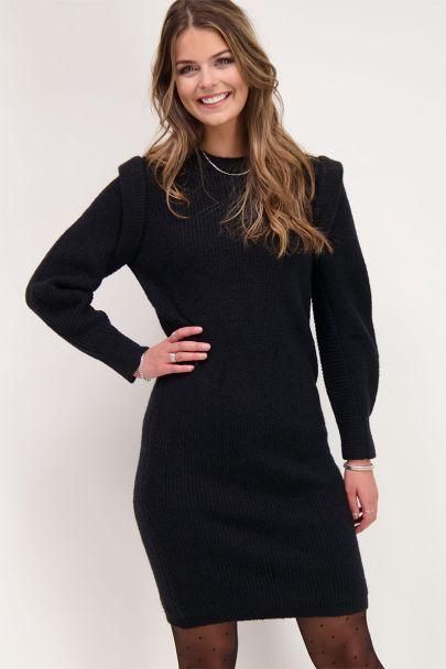 Zwarte jurk met schouderstukken