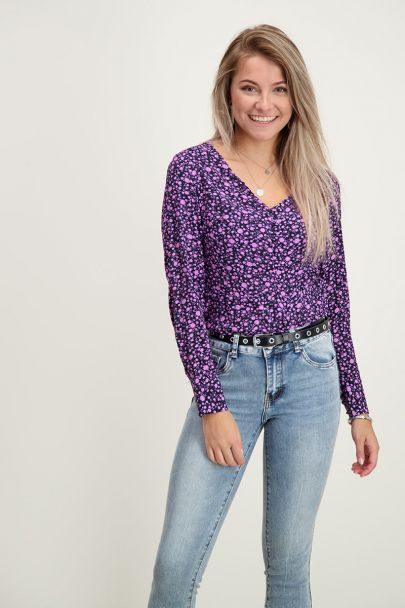 Paarse top ruffle & knoopjes