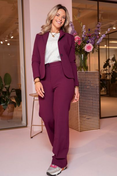Purple trousers with pockets