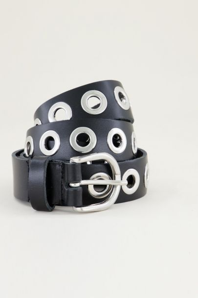 Zwarte leren riem met zilverkleurige ringen