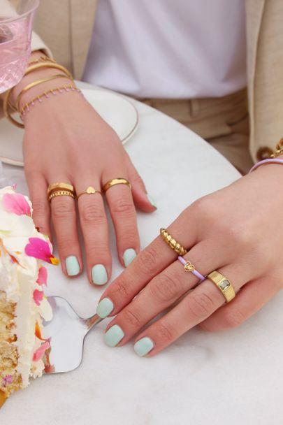 Brede ring met beige steen