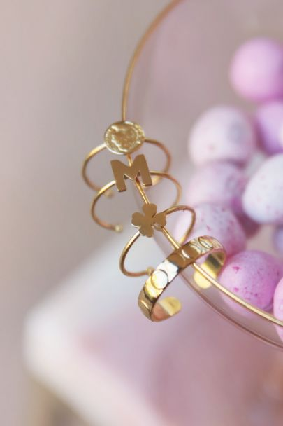 Ring with clover