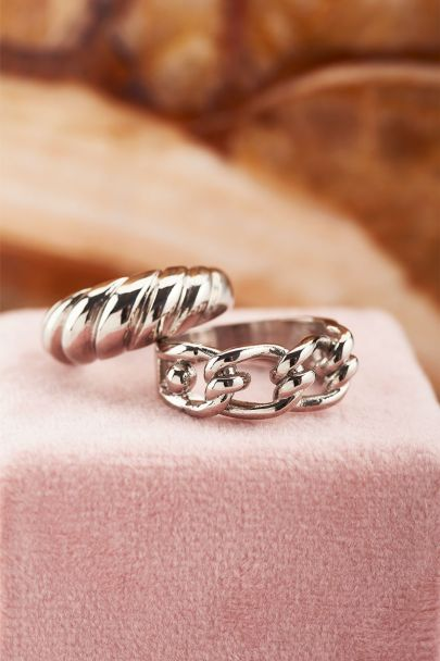 Ring with chain links & knot