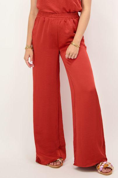 Rode broek satijnen look