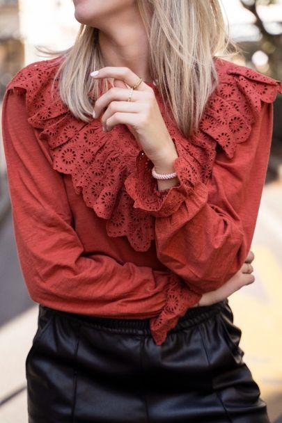 Roest bruine top met embroidery & ruffles