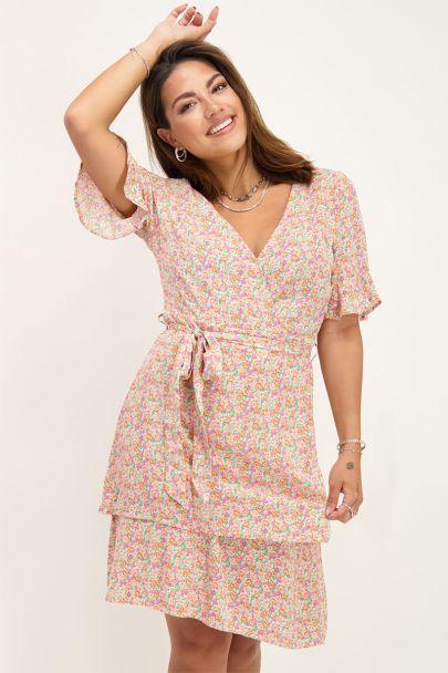 Roze jurk met laagjes en bloemenprint