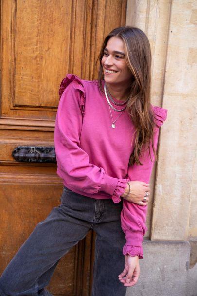 Roze trui met kanten schouderstuk