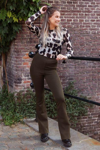 Donkergroene flared pants met structuur