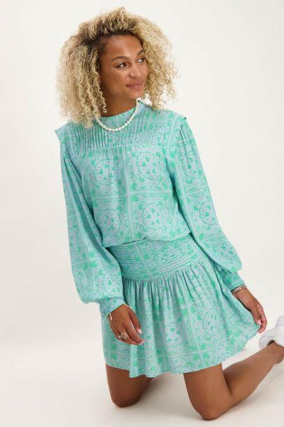 Blauwe top met groene paisley print